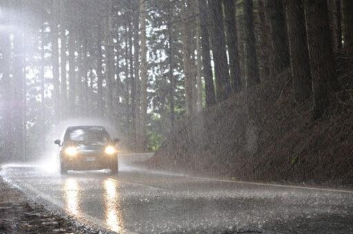 шофиране в мъгла и дъжд